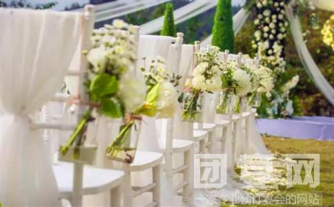 拱门和路引都是玫瑰花装饰的,真的很像玫瑰花海,超级漂亮有没有.