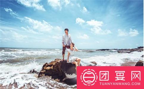 武汉婚宴:浪漫海边婚纱照
